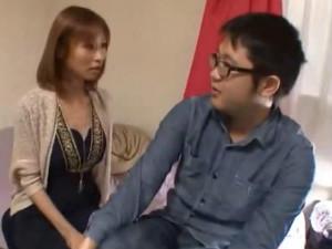 キモオタ童貞M男の自宅に美人痴女AV女優が訪問して何度も強制射精 朝比奈あかり