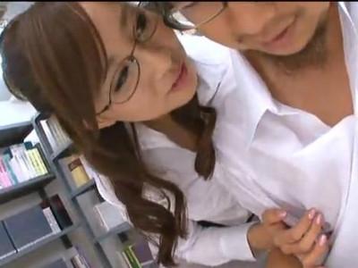 勉強中の男子生徒をメガネ痴女がいやらしく乳首を舐め回し手コキで連続射精させる 若菜亜衣