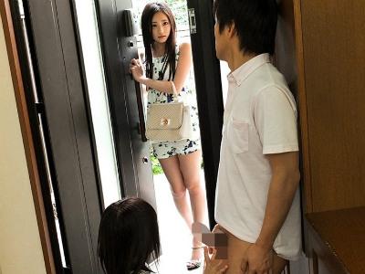 淫らな格好でオナニーして妹の彼氏を誘惑してリードしながら痴女る美人過ぎる姉 桃谷エリカ