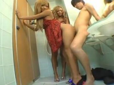 素人M男をパンチラ誘惑して逆ナンパして公衆トイレで痴女る黒ギャル2人組 KYOKO ひなのりく