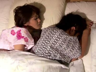 彼氏と間違えて博多弁の美少女が逆夜這いしてきた 野村萌香