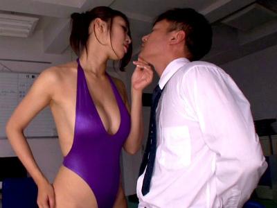 スーツの下はハイレグの変態女教師が同僚の先生をいやらしく焦らしながら痴女責め 小早川怜子