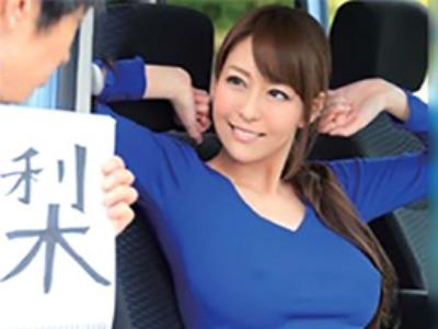 ヒッチハイクしてる若い男を乗せるとノーブラで誘惑して今度は自分が上に乗る痴女な人妻 松嶋葵