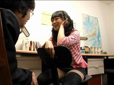 親戚のお姉さんがうぶな童貞クンを誘惑して色々いやらしい事教えちゃう 羽月希