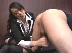 年下でしかも美人な女子社員OLが部下になっておっさんの上司が痴女られる 美咲あすみ