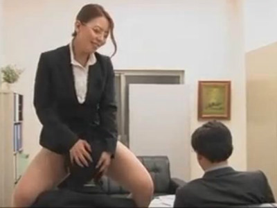 透明人間になった熟女OLは男性社員にやりたい放題のスケベな痴女行為 村上涼子