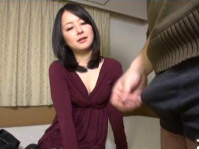 若い男のセンズリ鑑賞してムラムラしてしまい触りたい…舐めたい…我慢出来なくなっちゃう欲求不満の人妻