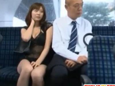 ミニスカにシースルーで胸の谷間を強調したエロい服の痴女がバスでサラリーマンを誘惑して逆レイプ 麻美ゆま