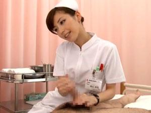 草食系童貞男子をスケベな会社のOLさんが筆おろしするエロ動画