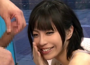 マジックミラー号の中で久し振りの勃起チ○ポに思わず笑顔を見せる欲求不満の美人痴女ママ 中川理沙 南佳代
