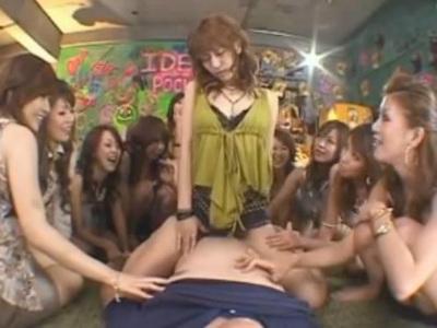 ギャルサーに捕まったM男が13人の痴女ギャルに次々に騎乗位で犯される 紅音ほたる MIMI 姫野愛 可愛あみん 上村愛