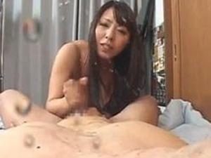巨乳美熟女が素人男性を痴女手コキで射精させてそのまま責めて男の潮吹きをさせちゃう 村上涼子