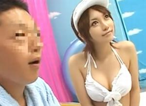 湘南でナンパして来た男をマジックミラー号に連行して3人の痴女で責めまくる