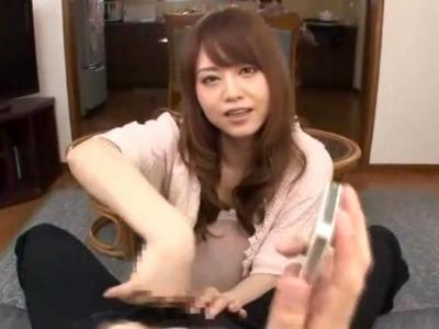 彼氏の長電話に怒った美人彼女が電話中なのに意地悪手コキをしてくる 吉沢明歩