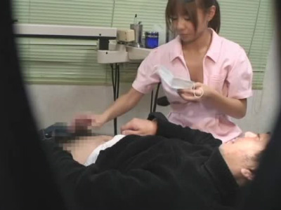美人歯科助手にチンポを見せたら手コキとフェラで抜いてくれるとんだ痴女だった