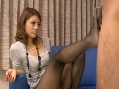 個室ビデオでAV女優がオナニーのお手伝い!暴走する素人男性に痴女テクで対応! 乃々果花