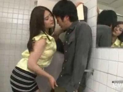 電車で爆乳を見せて逆痴漢をして公衆トイレに連れ込み逆レイプするミニスカの巨乳痴女 めぐり