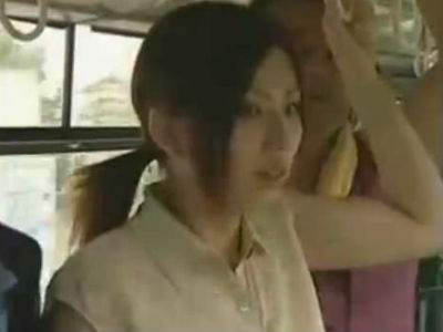 28歳の独身OLはスカートでノーパンでバスに乗り込んで痴漢させてトイレでセックスする痴女だった ヘンリー塚本 大友香奈子