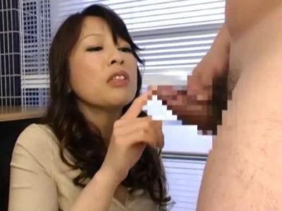 全裸のM男にオナニーをさせて罵倒しながらセンズリ鑑賞する熟女のcfnm動画
