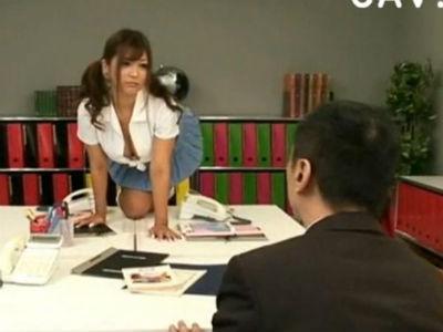 ミニスカ痴女の女子校生が職員室でM男教師を誘惑して痴女る さとう遥希