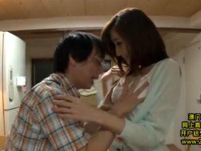 近所のメガネ少年にいけないエッチな事を教える美人巨乳の痴女人妻 JULIA