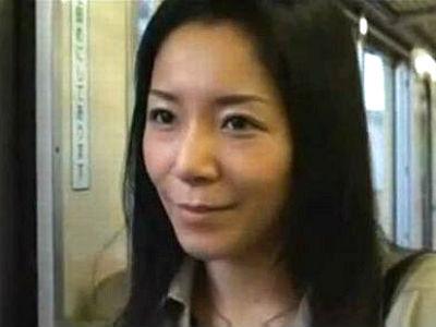 電車の中で目の合った中年男を逆ナンパする熟女人妻の濃厚エロセックス 浅倉彩音 ヘンリー塚本