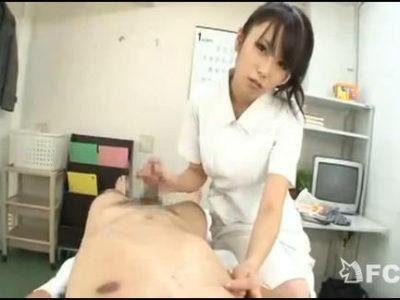 入院してるM男患者を洗ってると暴発射精!逆ギレした痴女ナースが3連続射精を強要! 有村千佳