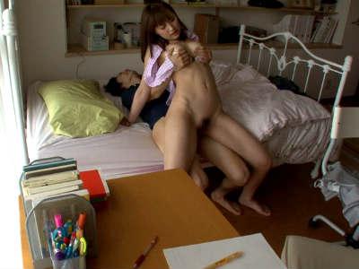 「精子ちょうだい生徒を誘惑してフェラに指マンクンニをさせて本番と童貞狩りをして中出しまでさせる家庭教師 周防ゆきこ
