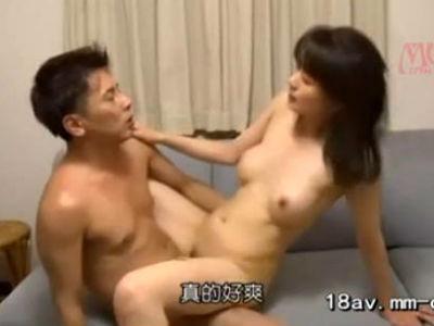 若い男に言い寄られ初めは抵抗しても自分から腰を振る淫乱熟女 三浦恵理子
