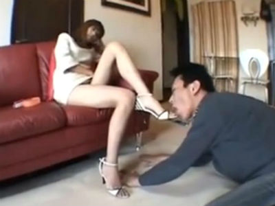 美脚のS痴女に調教される脚フェチM男のマニアックなプレイ