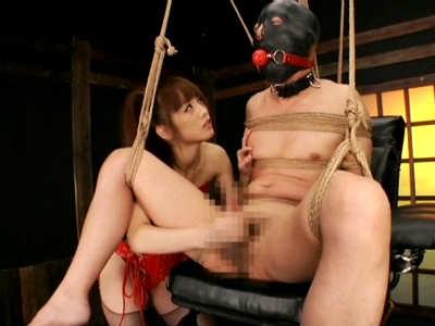 変態美少女が拘束されマスクをしたM男に手コキと電マで男の潮吹きをさせる 樹花凜(七咲楓花)