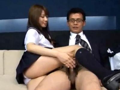美少女の女子校生に手コキ足コキされて責められるM男の担任教師