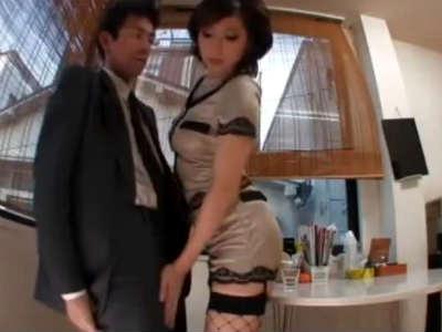 ムチムチな女社長がM男社員を手コキ尻コキして射精しちゃうと減給だと言い痴女責めする痴女動画 横山みれい