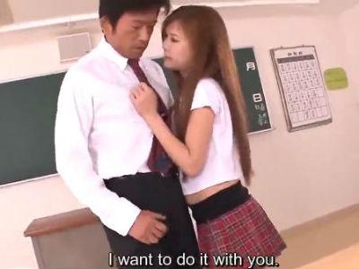 無修正痴女動画 補習授業中に教師を誘惑して中出しさせるヤリマンjk