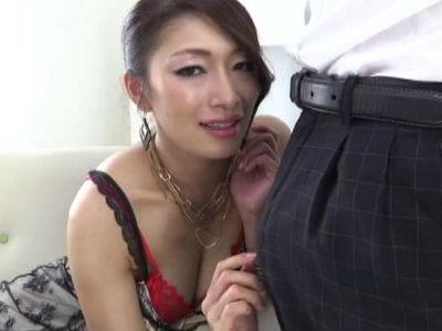 エロ熟女の凄腕痴女テクで濃厚射精させられてさらに男の潮吹きまでさせられるM男 小早川怜子