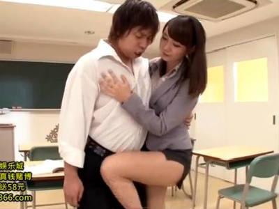 パツパツタイトスカートでヒップラインと美脚で生徒たちを惑わす女教師 麻生遥