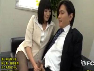 途中入社のボクの上司は年下の痴女OLでパンストで痴女ってくる 青山未来