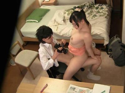 「ほら、チンチンをもっと先生に見せて」まだウブな教え子で自分の変態欲求を満たそうとする痴女な家庭教師の淫行現場を隠し撮り! 江上しほ