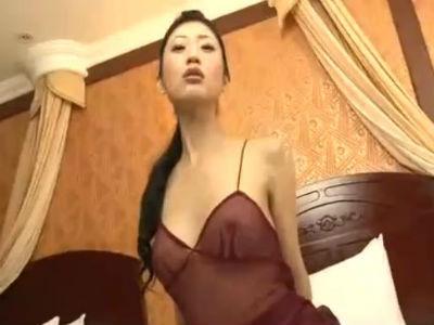 芸能人で一番痴女っぽい壇蜜の乳首が透けてる過激イメージビデオ
