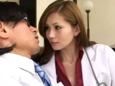 性欲が旺盛過ぎるギャルな女医がM男を誘惑して中出しセックス 一ノ瀬アメリ