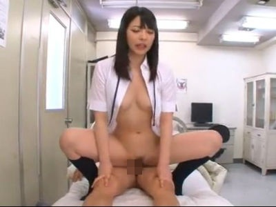 保健室でM男の上に乗っていやらしく腰を振りまくって射精させる美少女jk 上原亜衣