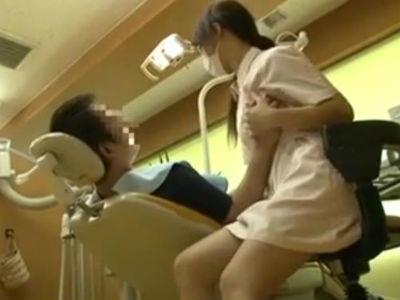 歯医者に行く度に思い出して勃起してしまいそうな自らおっぱいを触らせる歯科衛生士の痴女動画