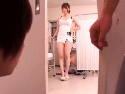 フェラをしてる所を覗かれてまとめて童貞を奪う保健室の巨乳の淫乱先生