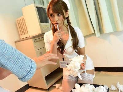 オナニーばっかりしてる患者の使用後ティッシュを見つけてフェラ抜きするエロギャルナース 百合咲うるみ