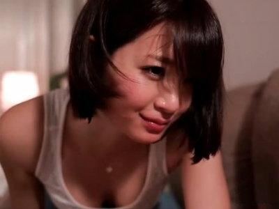 中年のおっさんの乳首をレロレロと舐め回しながら手コキする美人OL 神谷まゆ