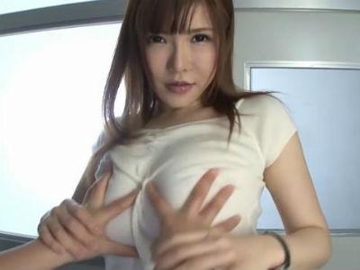 放課後の教室で居残りしてる生徒に爆乳おっぱいを揉ませる痴女教師 沖田杏梨