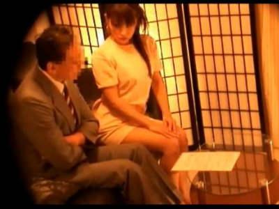 素人男性を無料エステと勧誘してエッチに誘惑して本番までしてしまう美人エステティシャンを隠し撮り