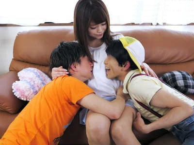 甥っ子に性的イタズラをする美人な親戚のお姉さんのおねショタ痴女動画 吉沢明歩