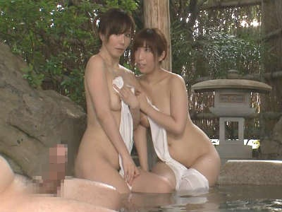 混浴露天風呂に熟女姉妹がいたので勃起チンポを見せつけた結果 七原あかり 澤村レイコ