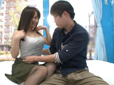 「触っていいんだよ」マジックミラー号の中で憧れのAV女優と初体験する童貞クン 倉多まお